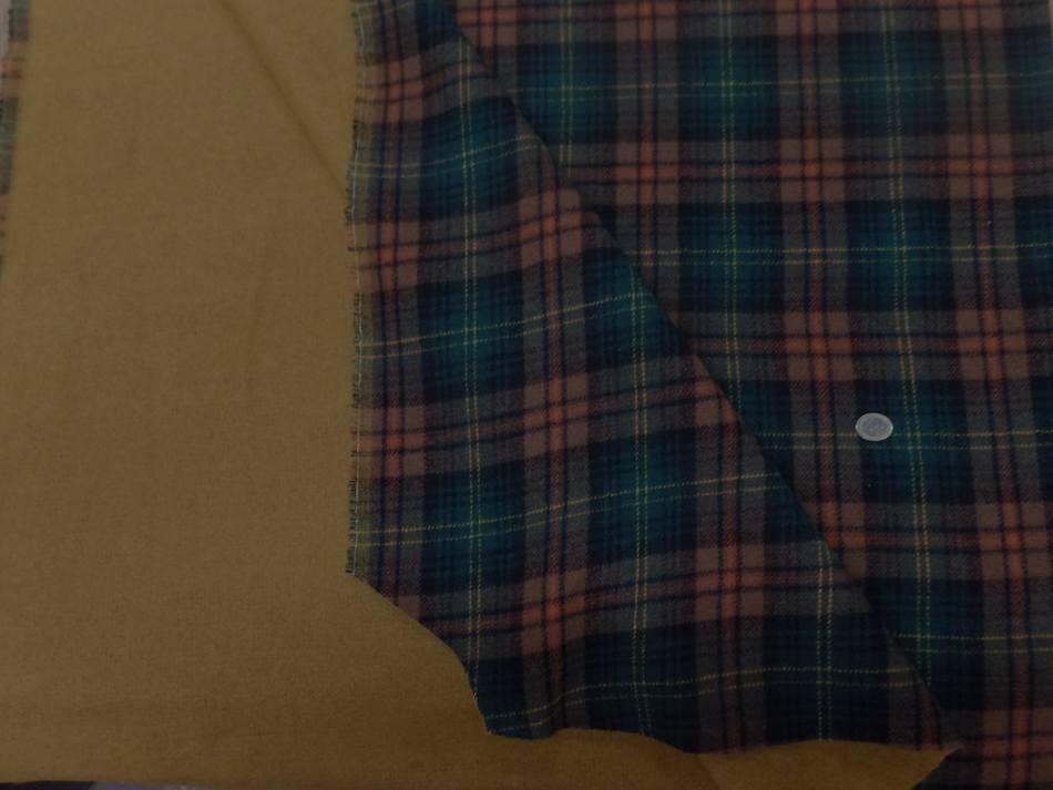 Lainage epais double face motifs ecossais et ton safran1 1