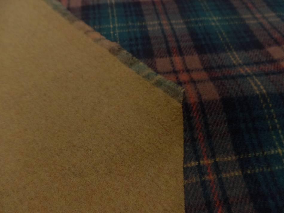 Lainage epais double face motifs ecossais et ton safran2