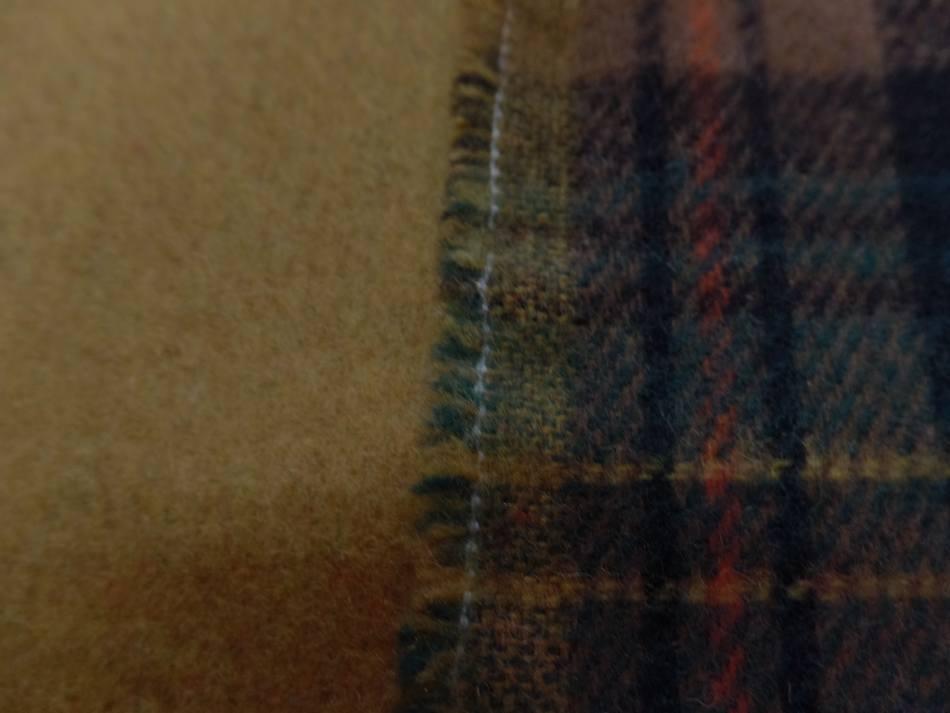 Lainage epais double face motifs ecossais et ton safran8