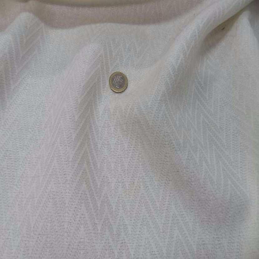 Lainage leger blanc casse a motifs chevron 1m