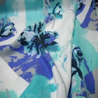 Lin blanc imprime ton bleu