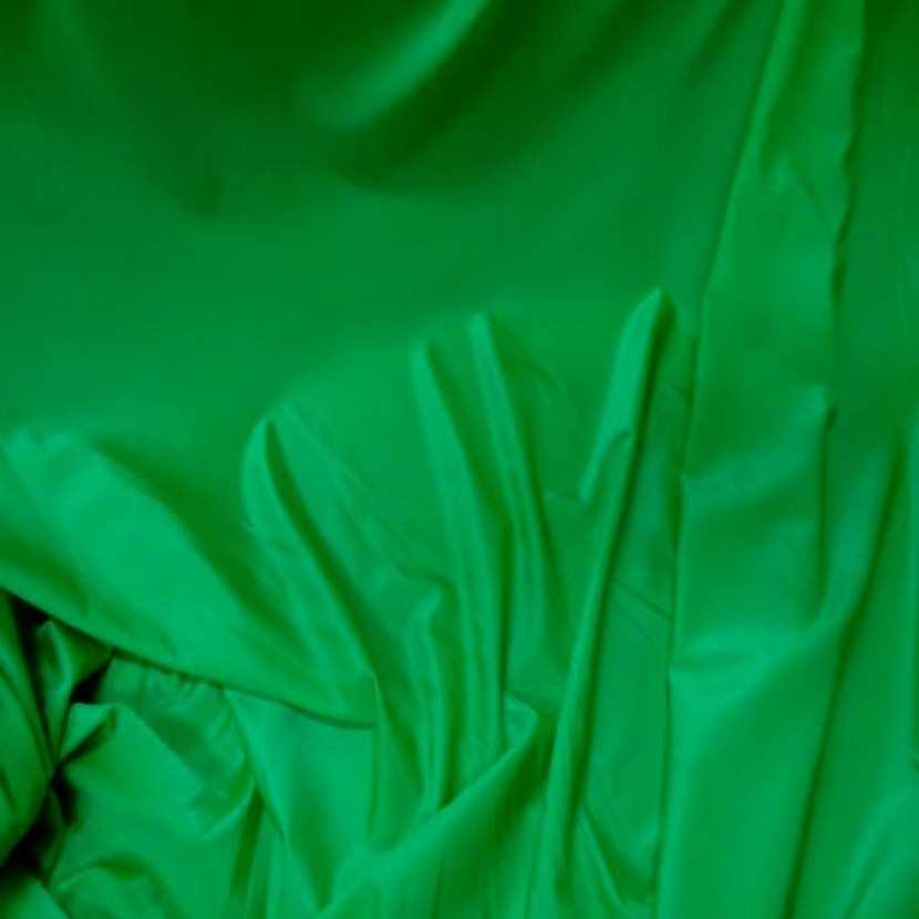 Lycra extensible dans le 2 sens fin satine vert6
