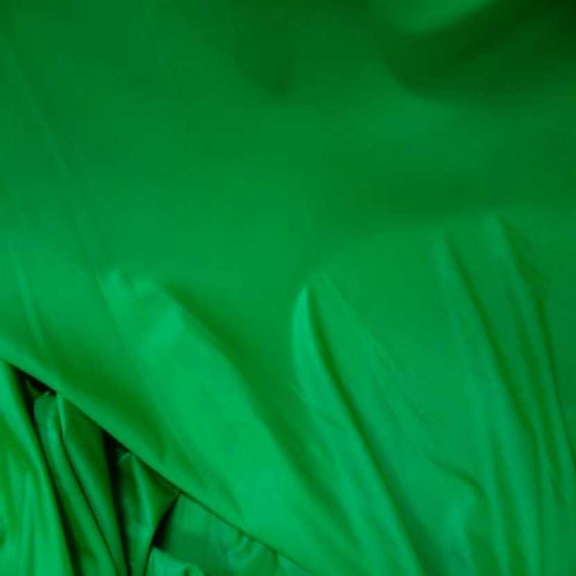 Lycra extensible dans le 2 sens fin satine vert7