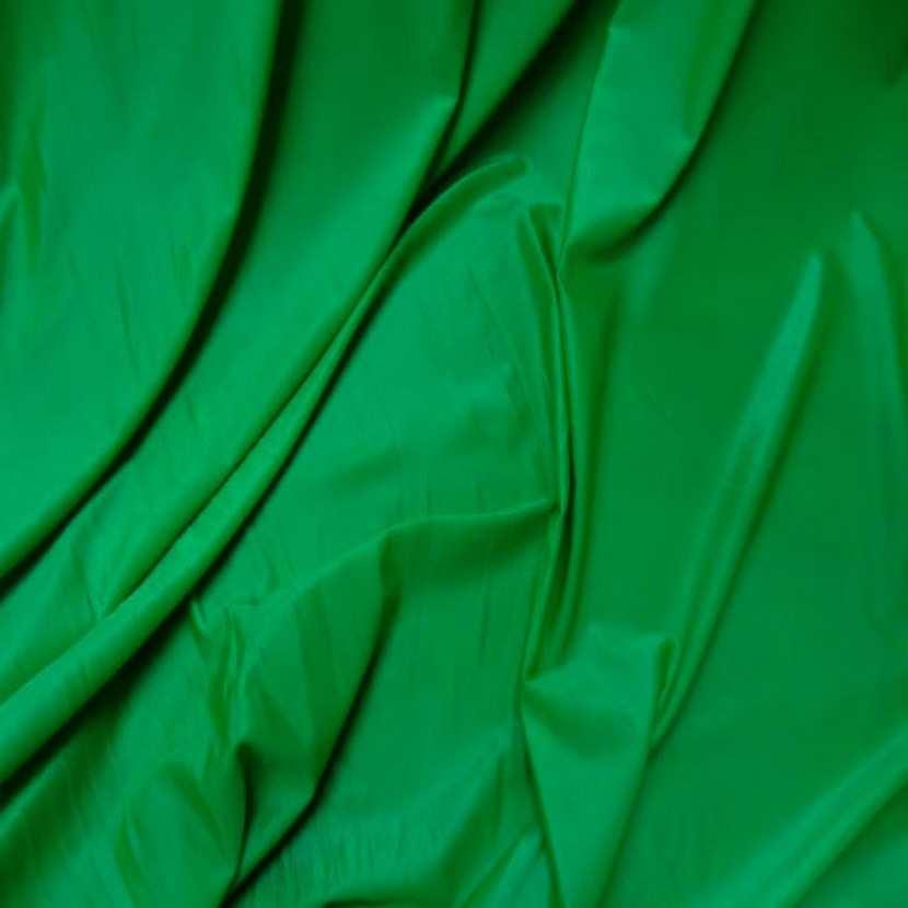 Lycra extensible dans le 2 sens fin satine vert8