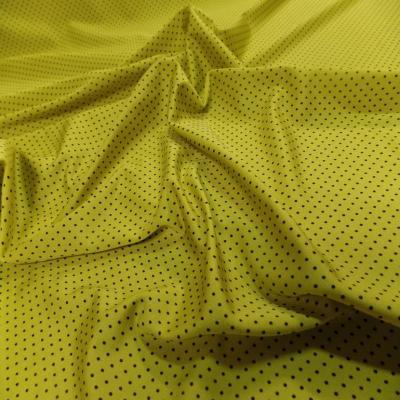 Lycra jaune satine a petit pois noir4