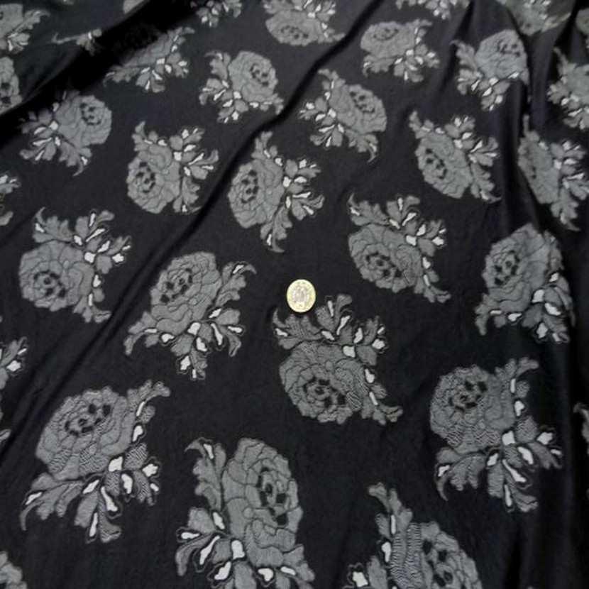 Lycra noir a motifs fleurs2