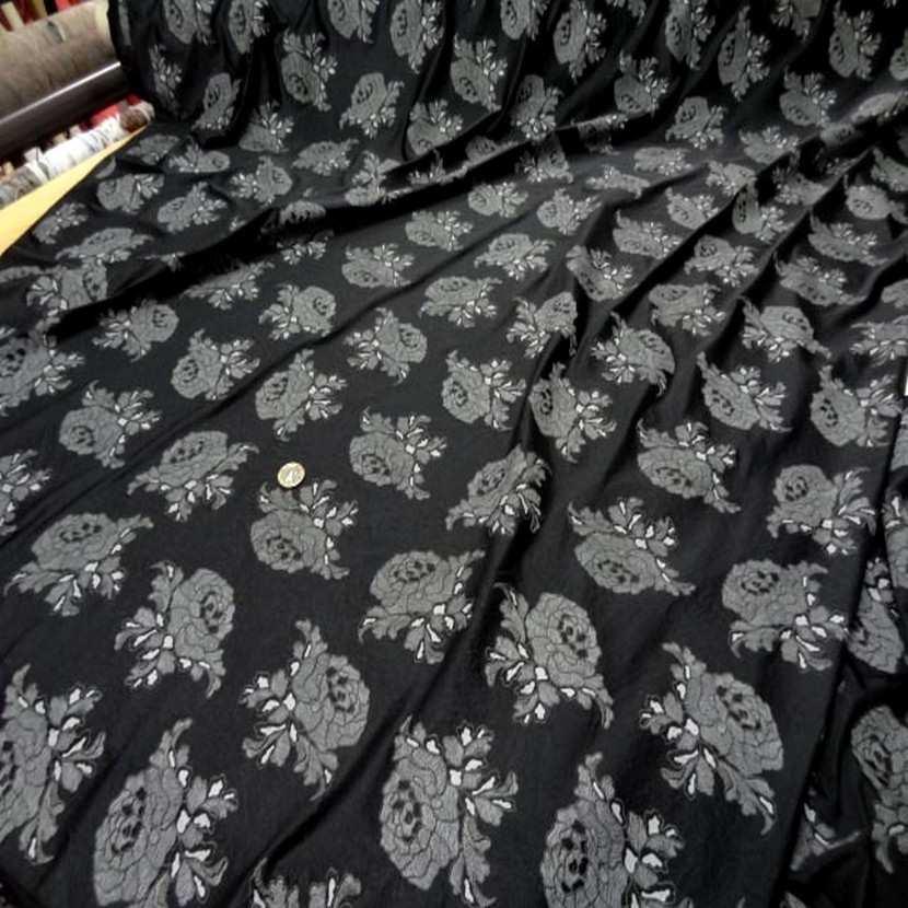 Lycra noir a motifs fleurs8