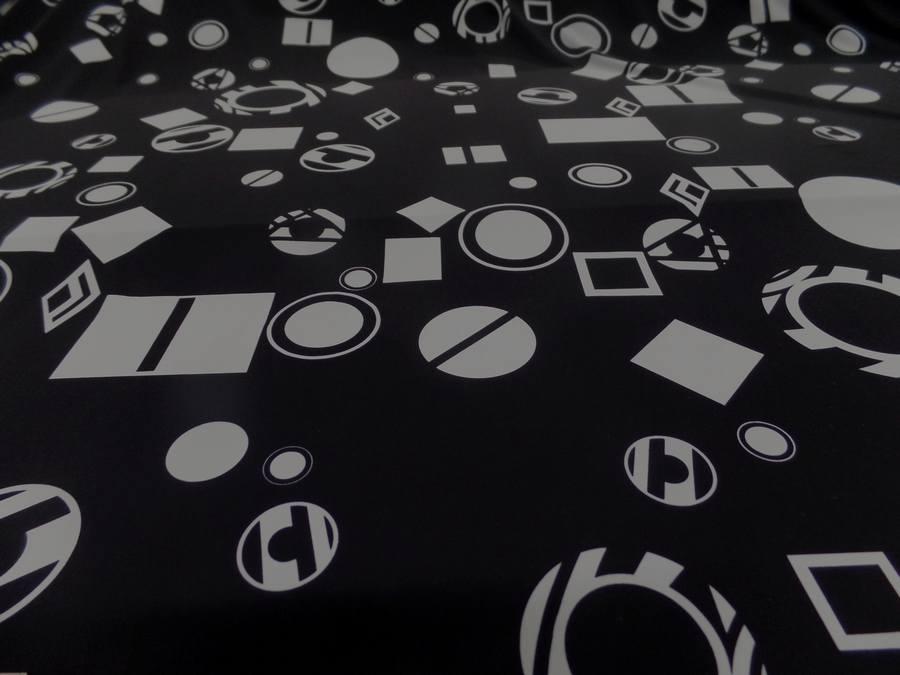 Lycra noir imprime forme geometrique blanche