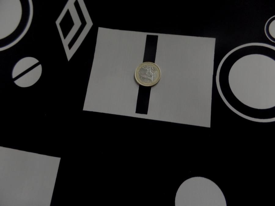 Lycra noir imprime forme geometrique blanche4