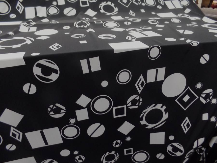 Lycra noir imprime forme geometrique blanche9