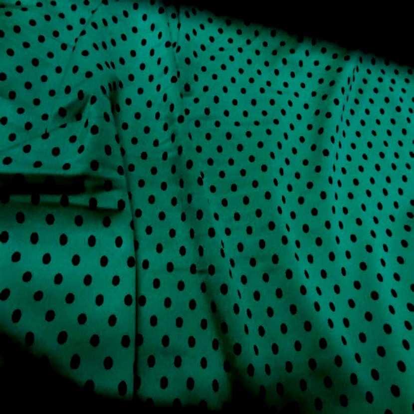 Lycra satin vert a pois noir04