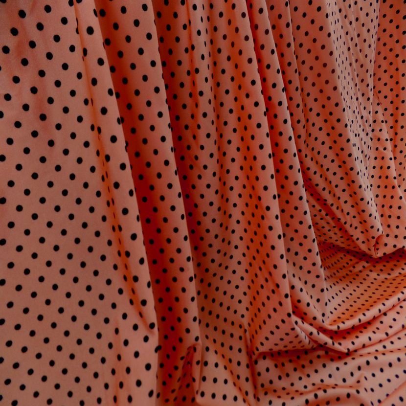 Lycra satine orange a pois noir6