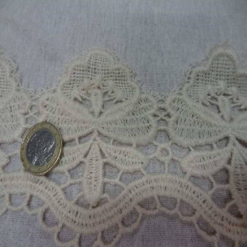 Macrame blanc casse aspect coton en 10cm de large1