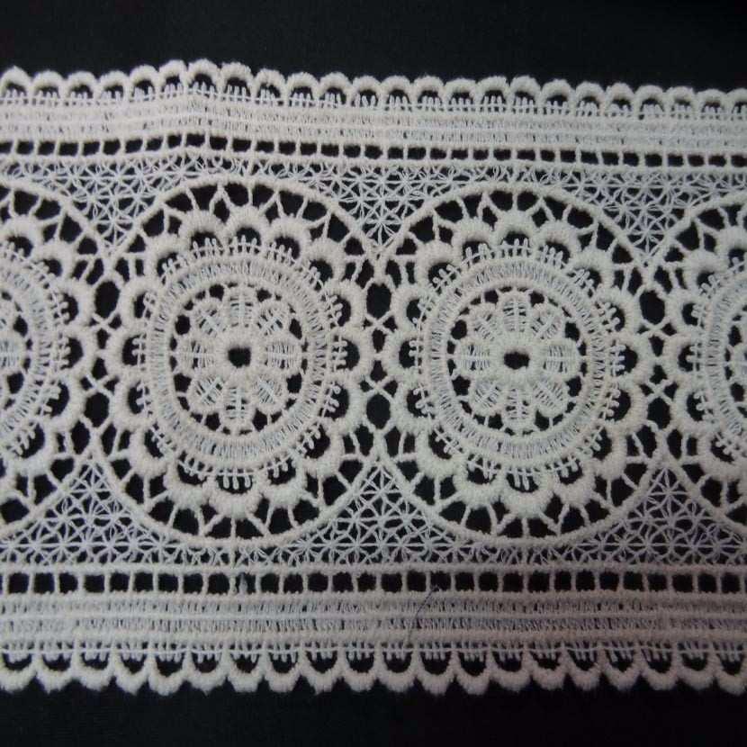 Macrame blanc casse aspect coton motifs medaillon en 13cm de large8