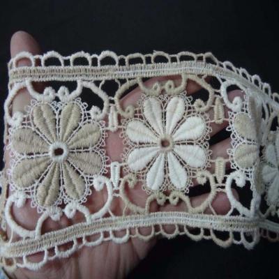 Macrame blanc casse beige aspect coton motifs fleurs en 11cm1