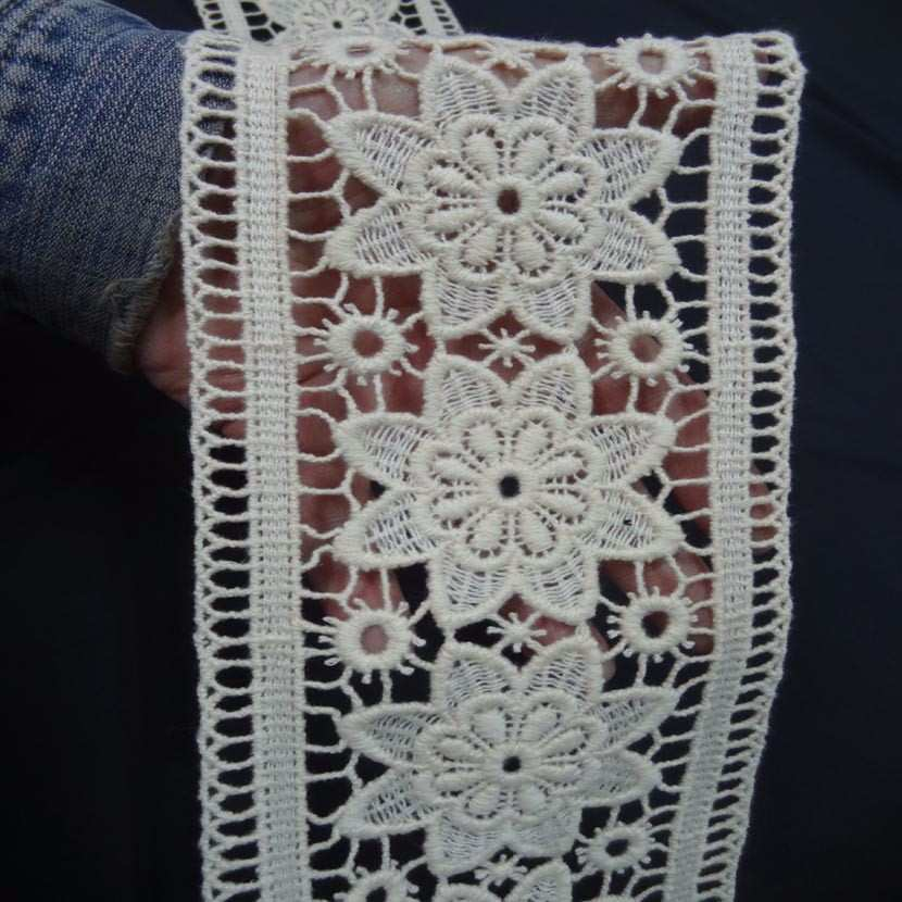 Macrame blanc casse motifs fleurs en 14cm0