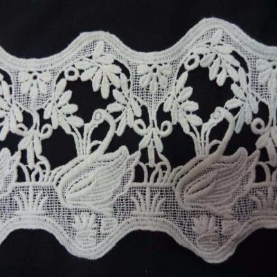 Macrame blanc casse motifs signes en 15cm de large