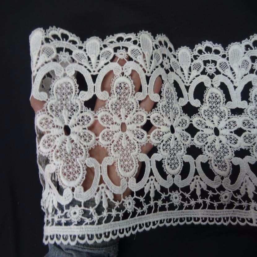 Macrame blanc motifs fleurs en 22cm de large2