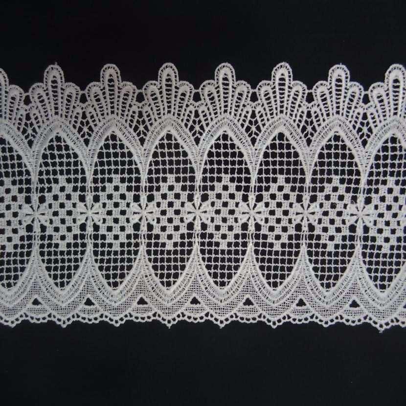 Macrame blanc motifs floraux en 20cm de large 1
