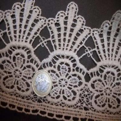Macrame motifs floraux blanc casse en 10cm de large