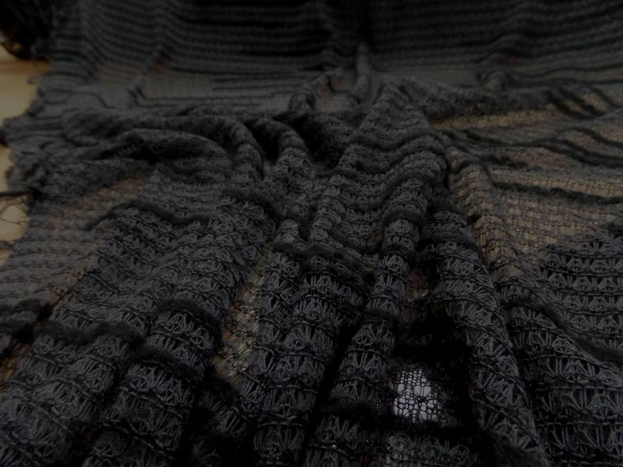 Maille faconne facon laine gris et noir