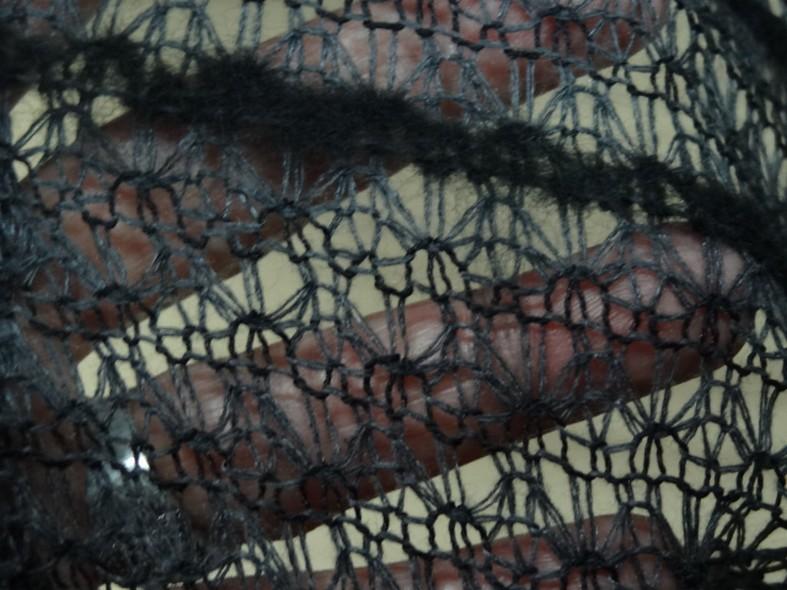 Maille faconne facon laine gris et noir00