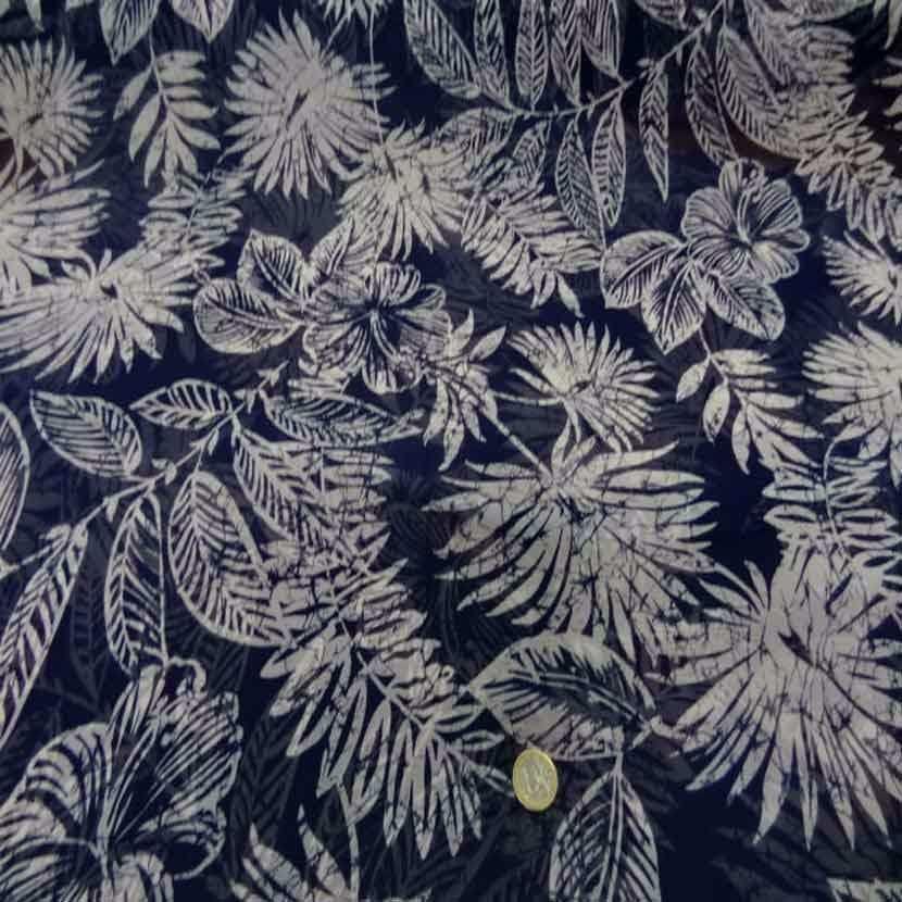 Mousseline bleu nuit imprime fleurs blanche8