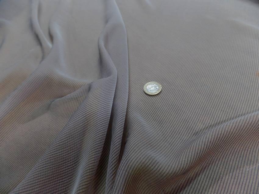Mousseline de soie a rayures gris rouille1