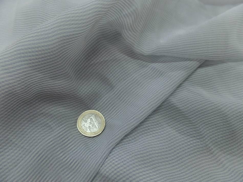 vente de mousseline de soie blanche a fine rayure bleu en 1.60m de l