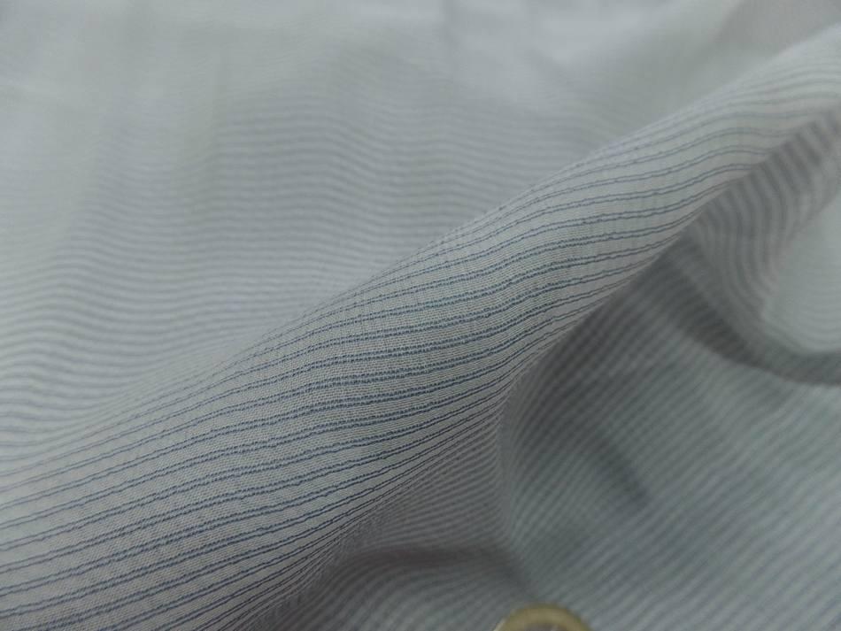 mousseline de soie blanche a fine rayure bleu en 1.60m de l