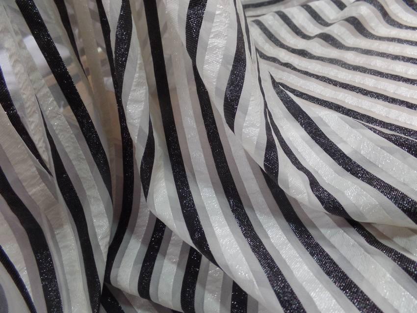 Mousseline de soie blanche a rayures lurex blanche et noire