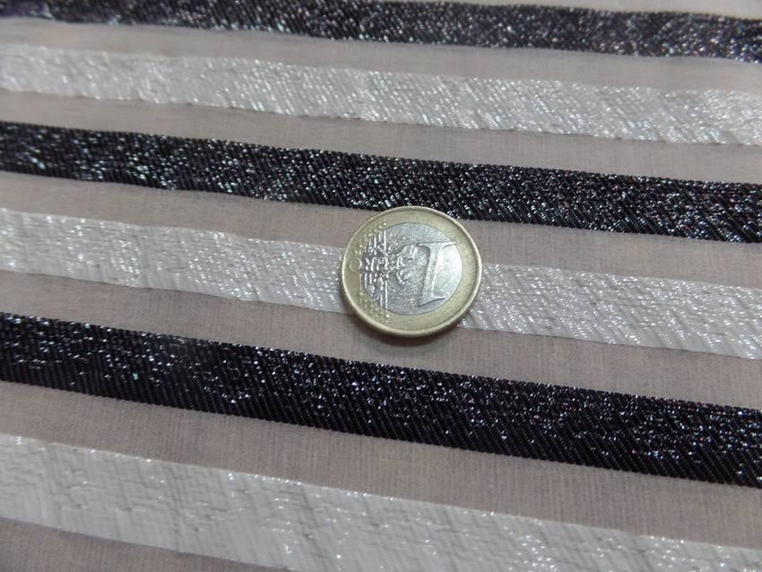 Mousseline de soie blanche a rayures lurex blanche et noire05