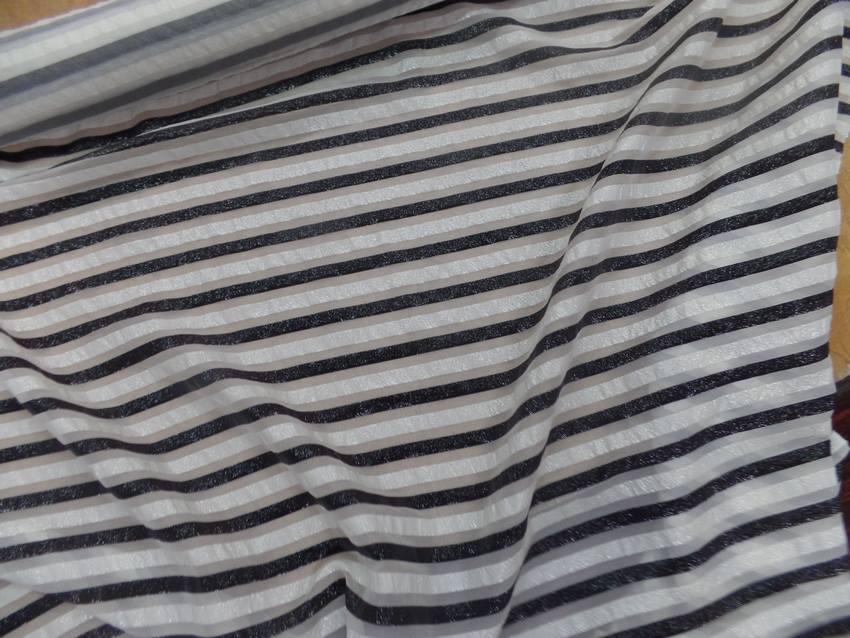 Mousseline de soie blanche a rayures lurex blanche et noire2