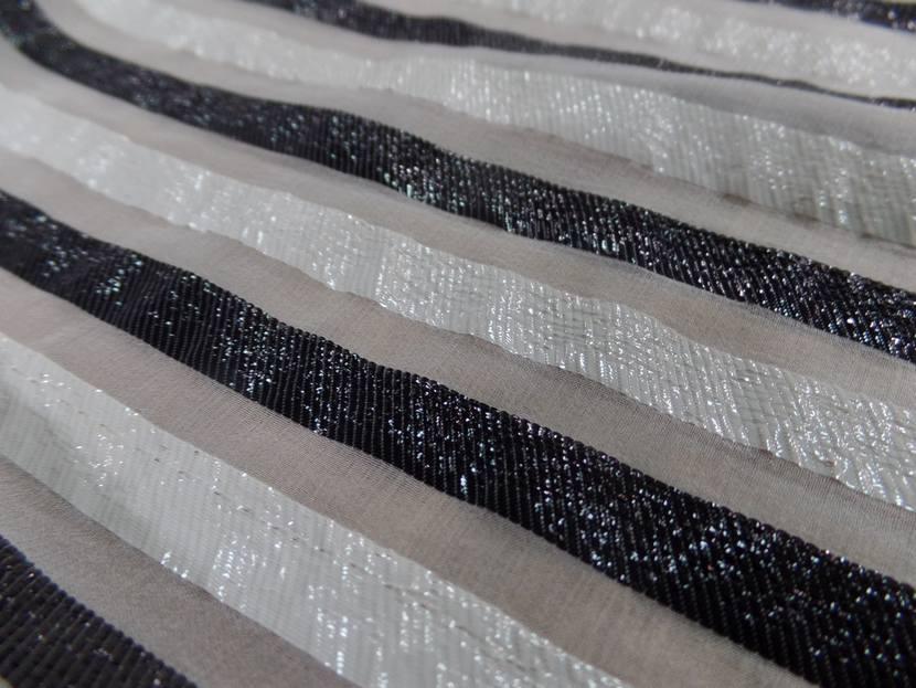 Mousseline de soie blanche a rayures lurex blanche et noire9