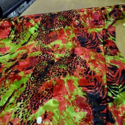 Mousseline de soie devore imprime ton rouge anis noir