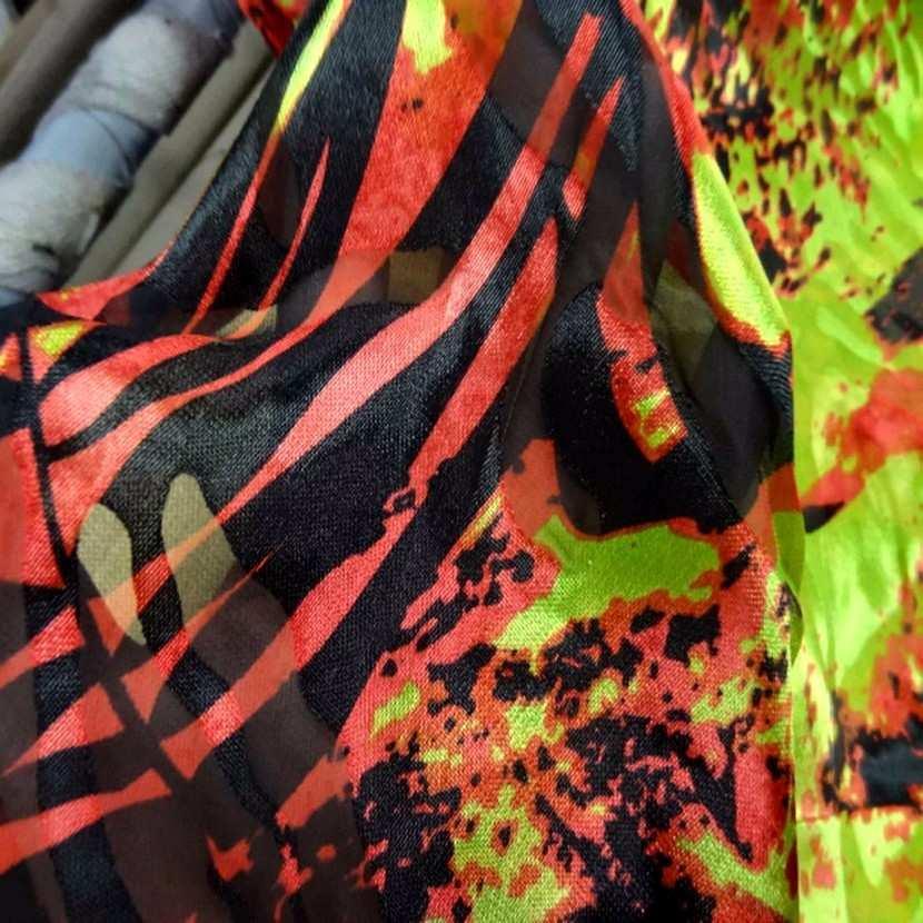 Mousseline de soie devore imprime ton rouge anis noir4