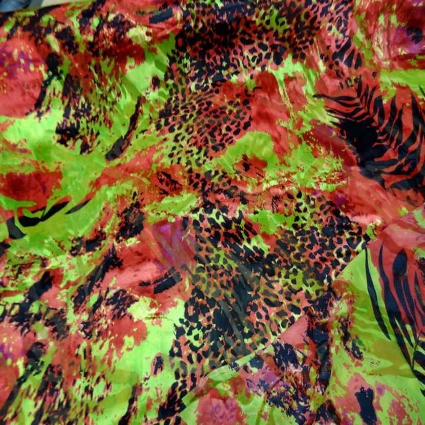 Mousseline de soie devore imprime ton rouge anis noir8