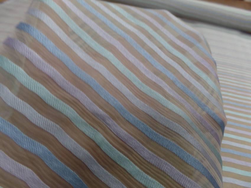 Mousseline de soie ecrue faconne bande ton bleu et mauve