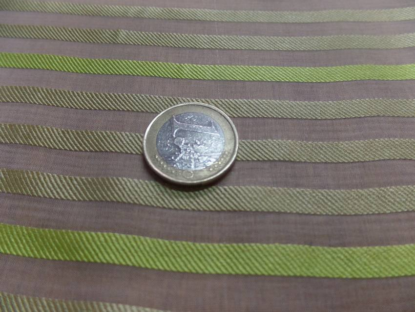 Mousseline de soie ecrue faconne bande tonkaki clair et anis0
