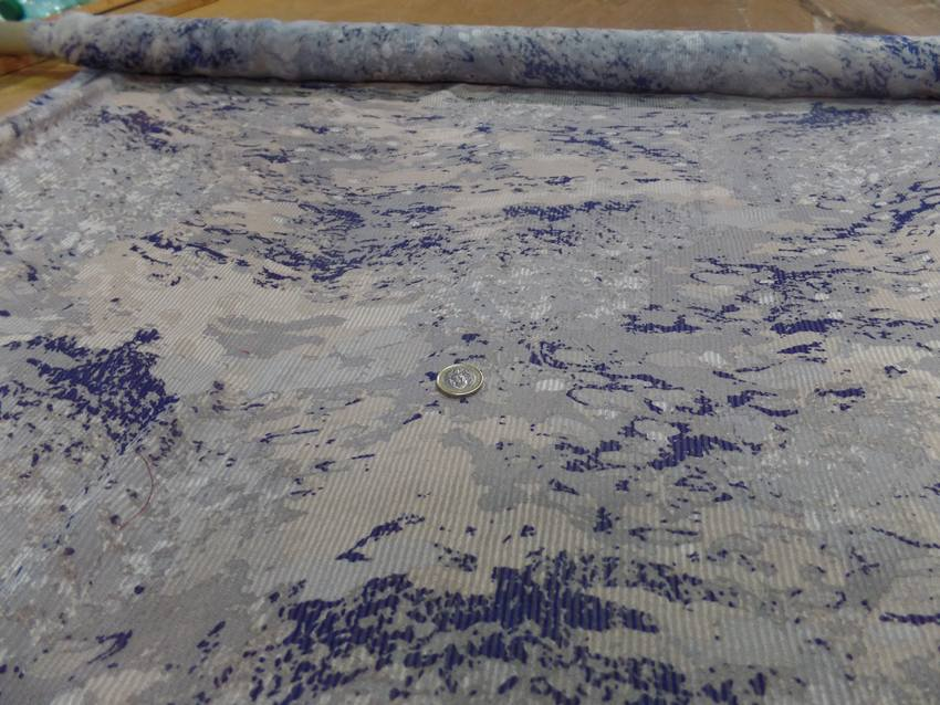 Mousseline de soie faconne rayure ton gris bleu marin4