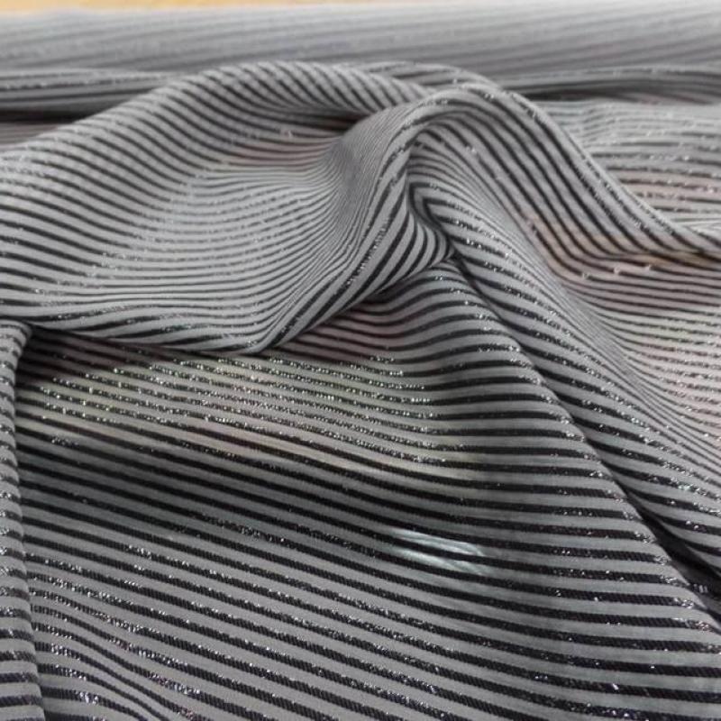 tissu mousseline de soie grise a rayures lurex noire