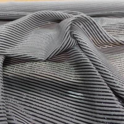 Mousseline de soie grise a rayures lurex noire