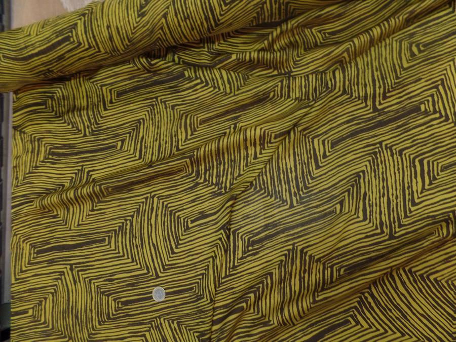 Mousseline de soie imprime marron et jaune5