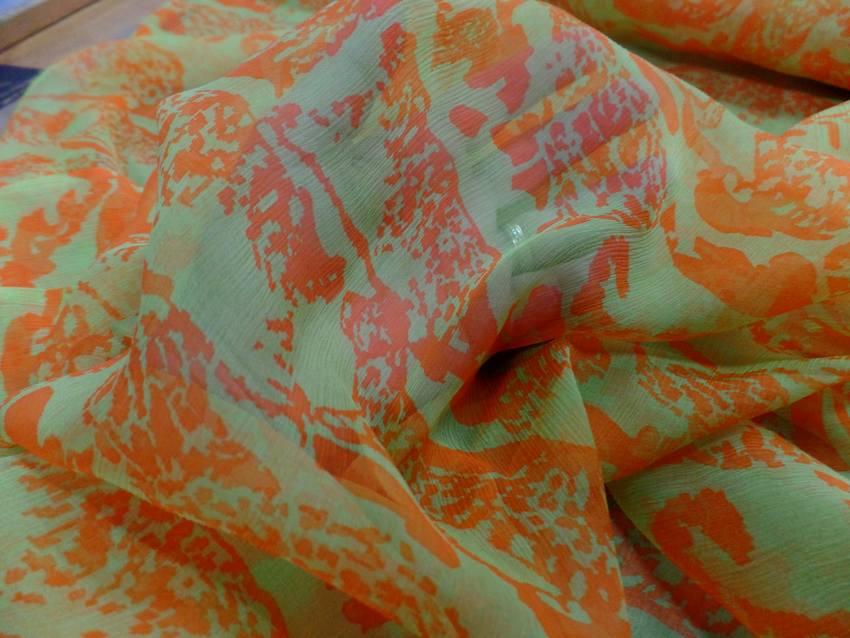Mousseline de soie imprime vert anis et orange
