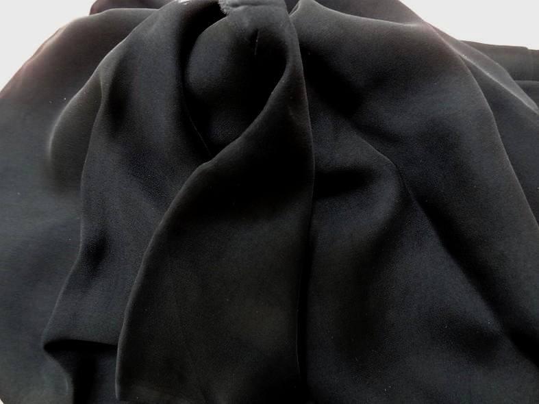 Mousseline de soie lisse noire en 1 15m de large