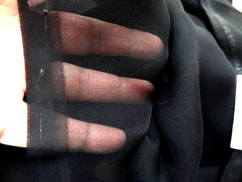 Mousseline de soie lisse noire en 1 15m de large1