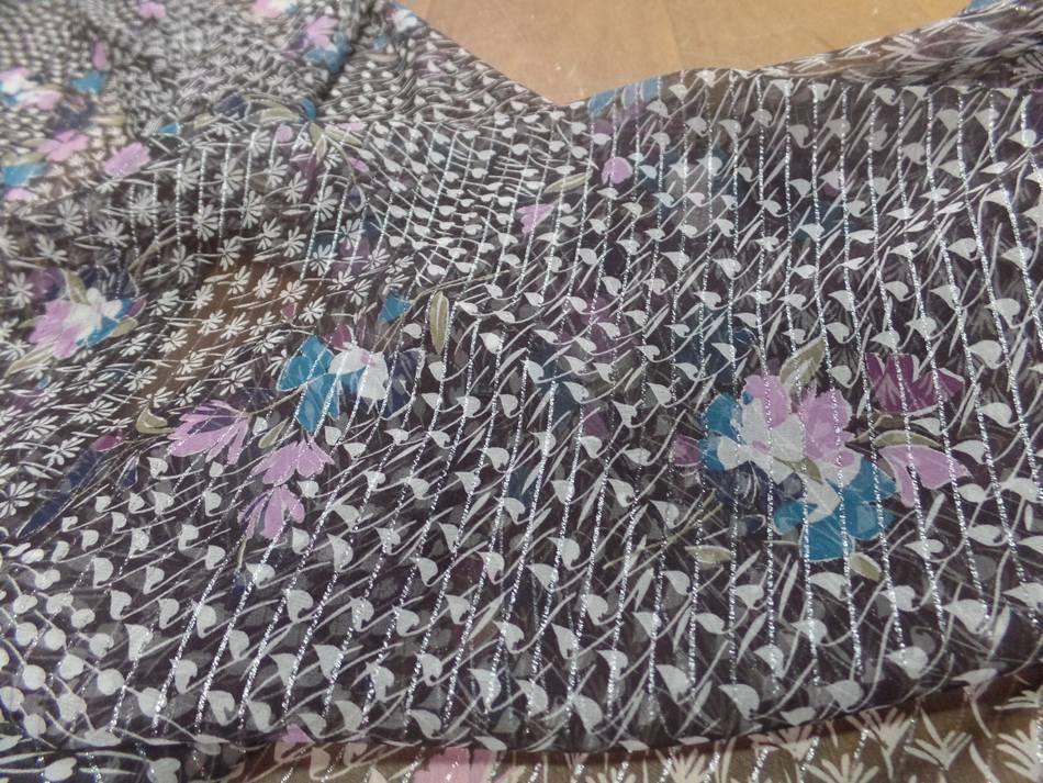 Mousseline de soie noire a bande lurex metal imprime fleurs04