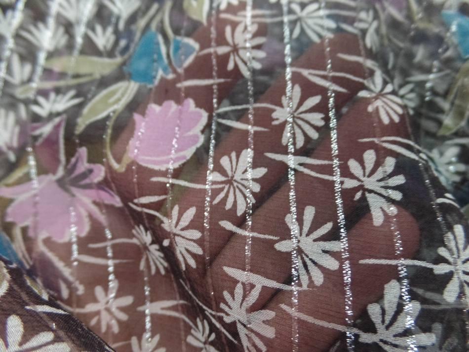 Mousseline de soie noire a bande lurex metal imprime fleurs3