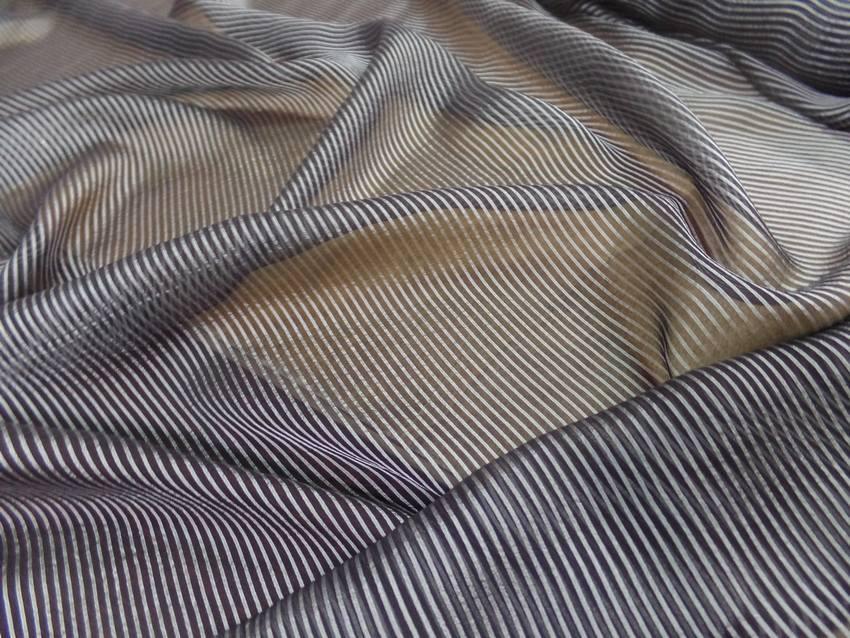 Mousseline de soie noire a rayures grise3