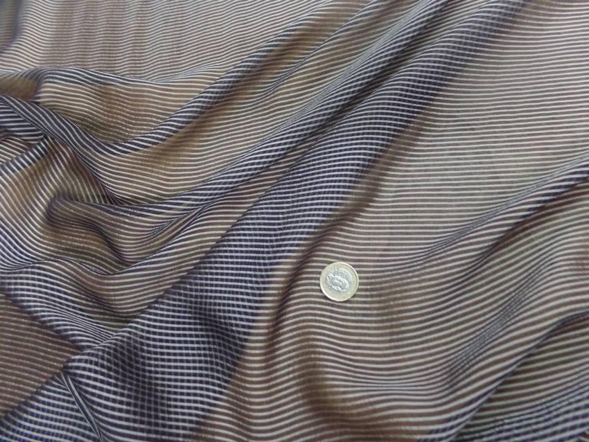 Mousseline de soie noire a rayures grise8